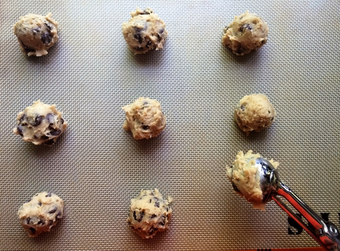 Chocolate_Chip_Cookies_scooping